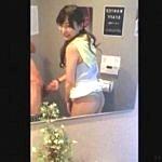 【人妻,個人撮影,スマホ動画】これはヤバい・・・ナンパした奥さんをトイレに連れ込んでフェラされてる流出動画