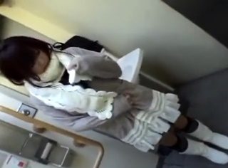 《個人撮影》アプリでゲットした私服JKを公衆便所に連れ込んでフェラ抜き円光!この美少女に口内射精できるとか最高だな!