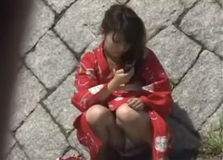 【盗撮動画】浴衣姿の娘のパンティが見たいんです!Scene4