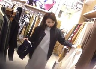 【盗撮動画】逆さHERO ヤンチャそうなギャル系美人ショップ店員の接客パンチラ