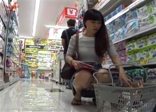 【盗撮動画】HD-zikadori ミニスカでしゃがみパンチラしてくれるお姉さん方