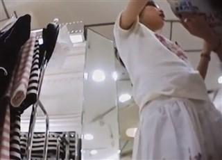 【逆さ撮り盗撮】Mr.研修生 23 ロリニーハイ店員さん 白パンツ