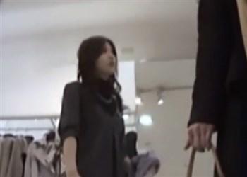 《逆さ撮り盗撮》超絶美人なアパレルショップ店員の盛り●ンをローアングルから観察ww