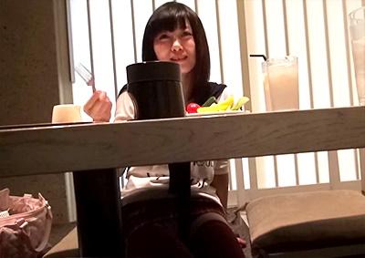 《JK,個人撮影》美少女JKの制服ニーハイに興奮!我慢できずにトイレでハメ撮りしたプライベート映像が流出!!