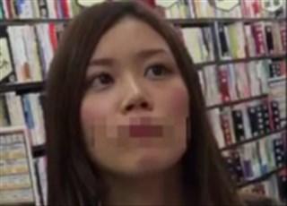 《HD盗撮動画》レンタル店で超絶美少女JKを発見!早速追跡してパンチラ逆さ撮りしたった