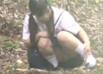 《盗撮》 高画質動画!女子の野外オナニーを隠し撮り!帰宅途中に我慢できなくなり制服着たまま痙攣オナニー! MB-080