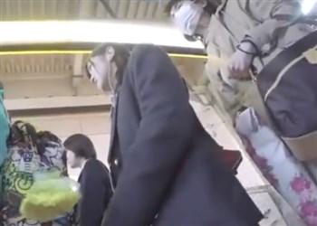 【逆さ撮り盗撮】駅で見つけた童顔JKにつきまとい純白パンチラを強奪