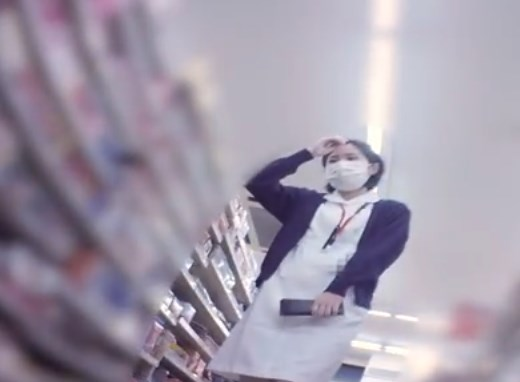 昼休憩中にコンビニで買い物中の清楚なナースさん、パンチラ撮り師のターゲットになってしまう・・・