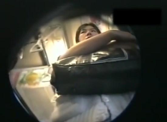 電車通学中の制服JKちゃん、ピンホールカメラでパンチラ盗撮されまくる(約18分間の映像)
