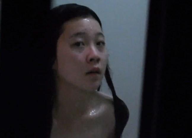《盗撮バレ》黒髪巨乳美女のお風呂を隠し撮り中の盗撮魔、気付かれてダッシュで逃亡・・・(動画)