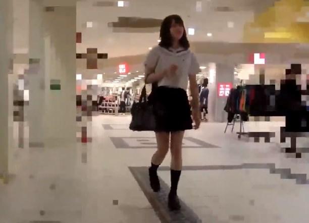 《本物痴漢》ショッピングセンターのEVで知らない男と2きりになったJK、こうなる・・・・